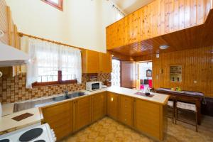 A kitchen or kitchenette at Anna's House - Old Town