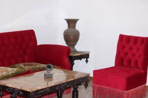 A seating area at Anna's House - Old Town