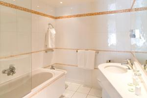 A bathroom at Atlantic Hotel