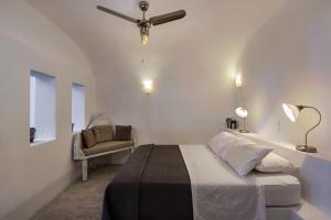 A bed or beds in a room at Theodora Suites