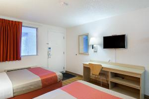 A bed or beds in a room at Motel 6-Denver, CO - Federal Boulevard