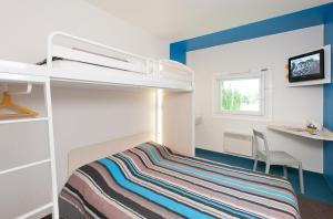 A bunk bed or bunk beds in a room at hotelF1 Marseille Aubagne