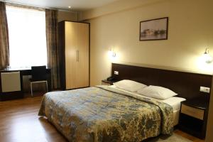 Кровать или кровати в номере Отель Кристалл