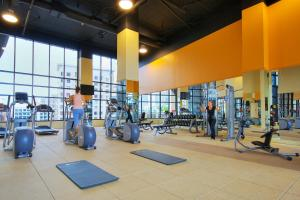 The fitness center and/or fitness facilities at Hilton Garden Inn Montreal Centre-Ville