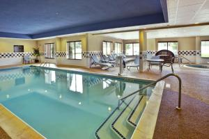 The swimming pool at or close to Hampton Inn & Suites - Cape Cod / West Yarmouth