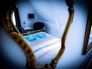 Een bed of bedden in een kamer bij Bed en Breakfast Hoofdstraat 5