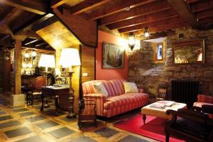 A seating area at Hotel Rural Casa Xusto
