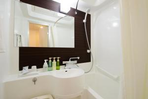 A bathroom at Chisun Hotel Kobe