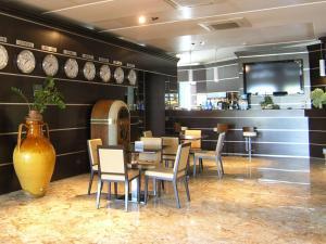 Restaurant ou autre lieu de restauration dans l'établissement Dado Hotel International