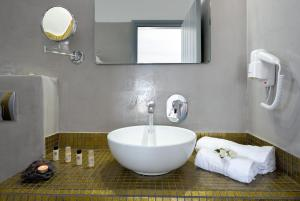 Salle de bains dans l'établissement Pancratium Villas & Suites