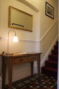A television and/or entertainment centre at Bootham City Centre Guest House