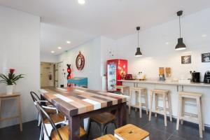 A restaurant or other place to eat at Be Lisbon Hostel Estefânia