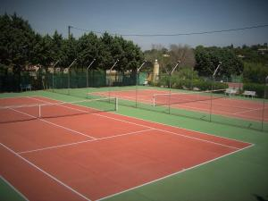 Tennis and/or squash facilities at Hotel La Romarine or nearby