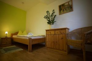 Ein Bett oder Betten in einem Zimmer der Unterkunft Gästehaus Bohg