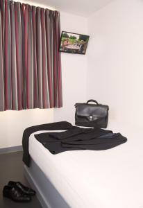 A television and/or entertainment center at easyHotel Paddington