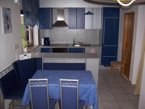 A kitchen or kitchenette at Pension und Weingut Hirschhof