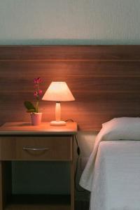 A bed or beds in a room at Hotel Pousada Bonita - 150m Metrô Paraiso e 1Km do inicio Av Paulista