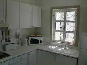 A kitchen or kitchenette at Algamar by Garvetur