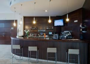 The lounge or bar area at Hotel Bahía Calpe by Pierre & Vacances