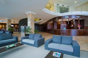The lobby or reception area at Hotel Bahía Calpe by Pierre & Vacances
