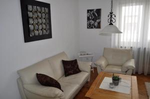 Ein Sitzbereich in der Unterkunft Apartment Burgblick