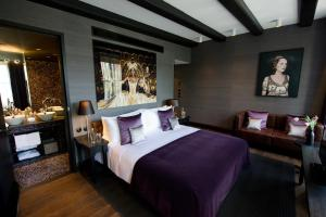 A bed or beds in a room at Canal House