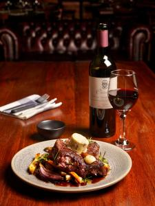 Lunch and/or dinner options for guests at The Harrietville Snowline Hotel