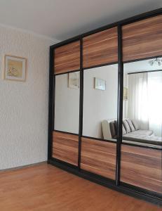 Двухъярусная кровать или двухъярусные кровати в номере Domumetro na Yuzhnoy