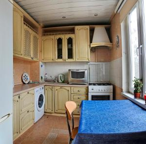 Кухня или мини-кухня в Domumetro na Yuzhnoy