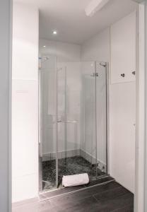 A bathroom at Demeure des Girondins