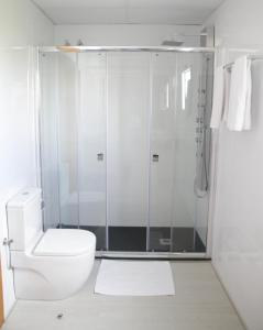 A bathroom at Parrots Sitges Hotel
