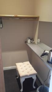 A kitchen or kitchenette at Castaway Guesthouse