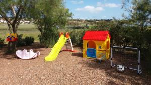 Area giochi per bambini di B&B Bella Calasetta