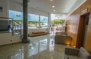 El vestíbulo o zona de recepción de Hotel Mediterrani Blau