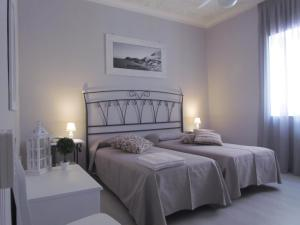 A bed or beds in a room at Pietra Pomice Hotel