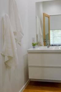 A bathroom at Cortina Apartments