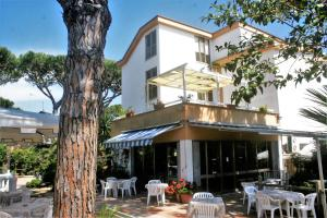 A restaurant or other place to eat at Hotel Anna