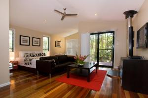 A seating area at Amore On Buderim Rainforest Cabins