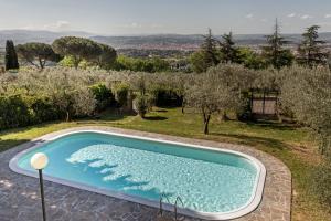 Vista sulla piscina di Villa Ballodole o su una piscina nei dintorni