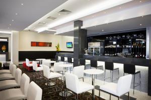 The lounge or bar area at Mantra Tullamarine Hotel