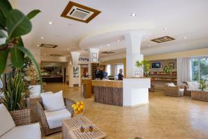 Lobby/Rezeption in der Unterkunft Joli Park Hotel - Caroli Hotels