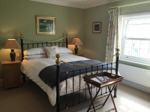 A bed or beds in a room at Redmarley Bed & Breakfast