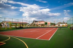 Теннис и/или сквош на территории Парк-Отель Konakoff или поблизости