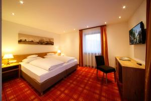 A bed or beds in a room at Hotel Resch
