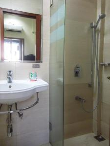 A bathroom at Hotel Elphinstone