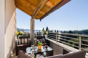 A balcony or terrace at Villa Avoca