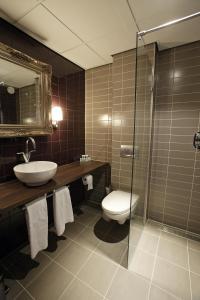 A bathroom at Hotel Mijdrecht Marickenland