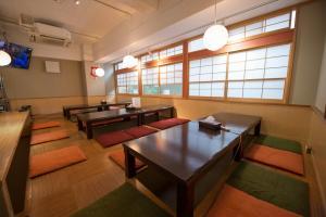 Ein Restaurant oder anderes Speiselokal in der Unterkunft Anne Hostel Yokozuna