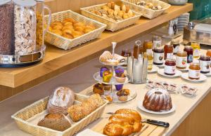 Breakfast options available to guests at Hotel Maximilian - Stadthaus Penz