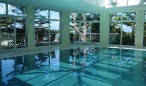 Der Swimmingpool an oder in der Nähe von TI AL LANNEC Hotel - Restaurant & Spa